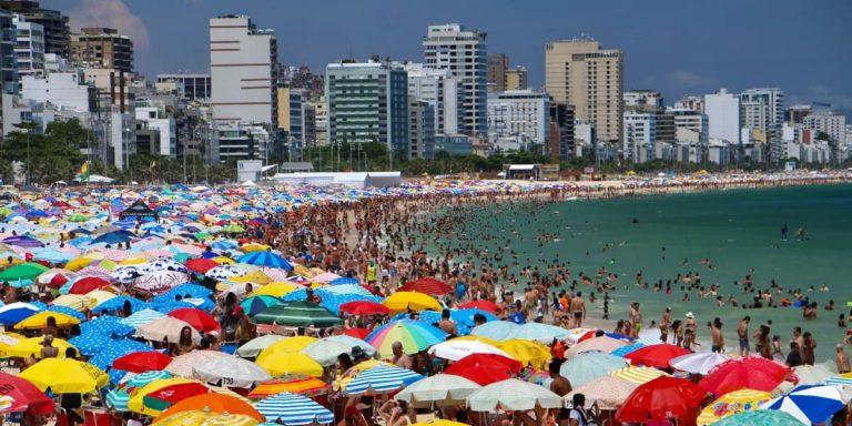 SP ficará em quarentena até chegada de vacina, diz Doria, após praias lotadas no País durante o último fim de semana